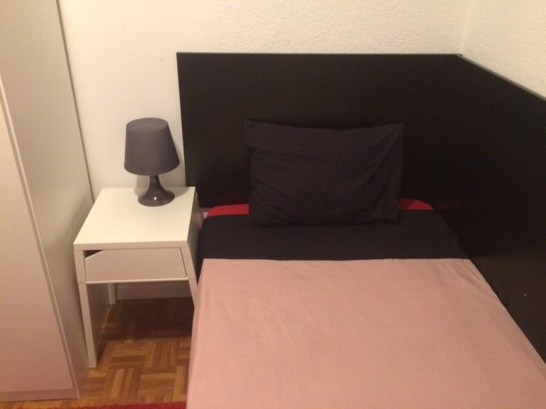 Grande stanza in appartamento condiviso nel centro di Madrid