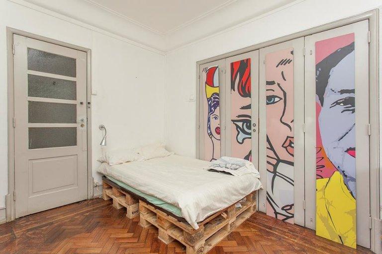 Quarto para alugar em apartamento de 11 quartos em Campo de Ourique