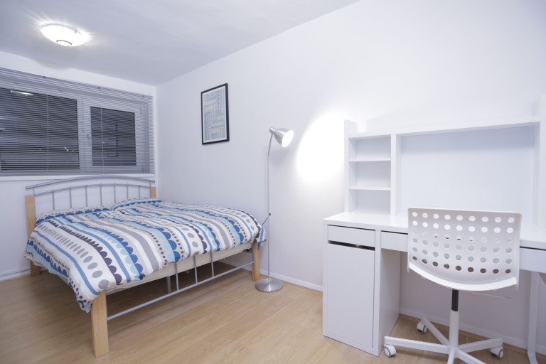 Double Bed in Spacious rooms to rent - Stratford, London