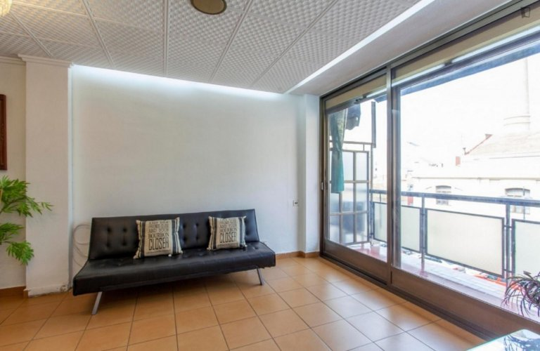 Whole 4 bedrooms apartment in València