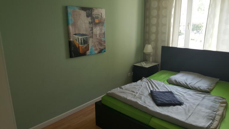 Quarto ensolarado no apartamento em Kreuzberg <, Berlim