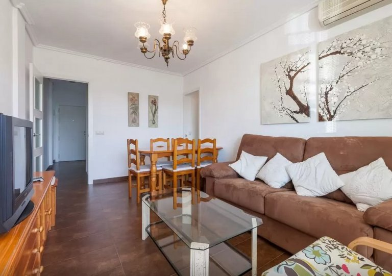 Cosy 4-bedroom apartment for rent in Nervión, Seville