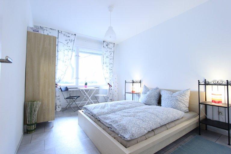 Double Bed in Rooms for rent in 3-bedroom apartment with balcony in Kreuzberg