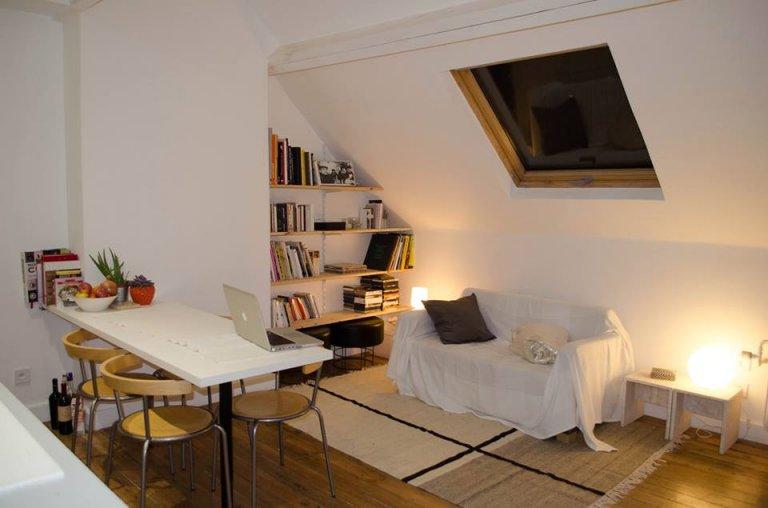 Przestronny pokój w apartamencie w Schaerbeek w Brukseli