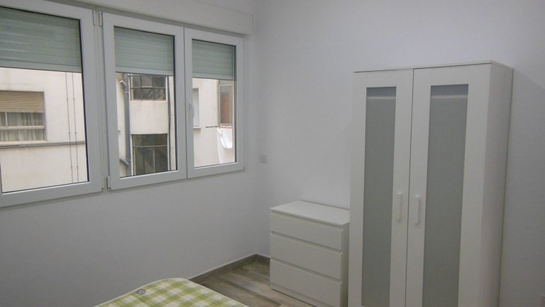 Sweet room to rent, 3-bed apartment, Ciutat Vella, Valencia