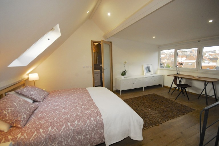 Bedroom 8 with double bed