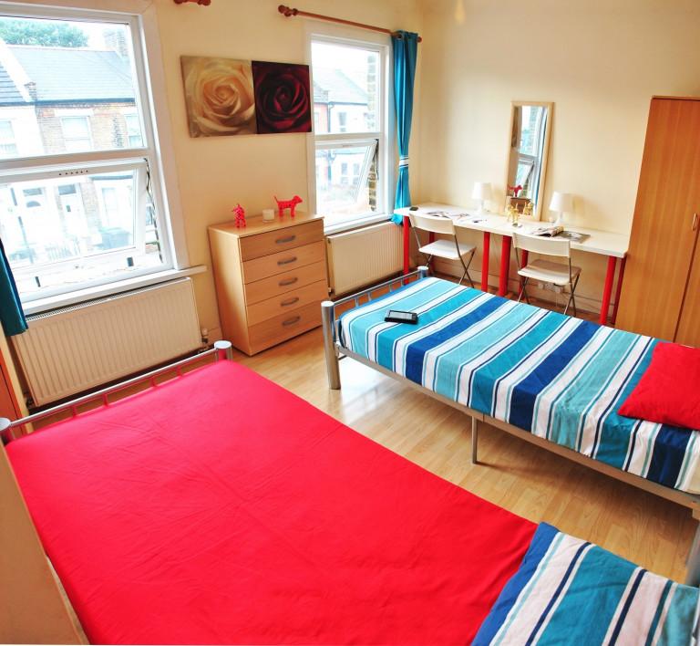 Bedroom 6 - Twin beds