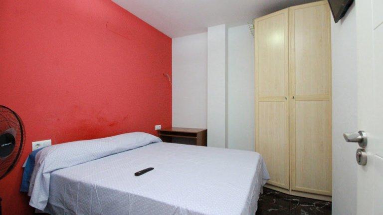 Umeblowany pokój w 4-pokojowe mieszkanie w Sants, Barcelona