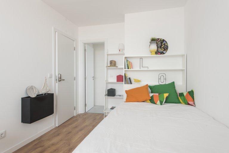 En-suite studio in large residence in Alvalade, Lisbon
