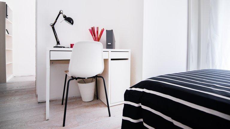 Camera in appartamento con 2 camere da letto a Bovisa, Milano