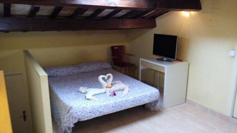 Chambre à louer dans un appartement de 3 chambres à Barcelone