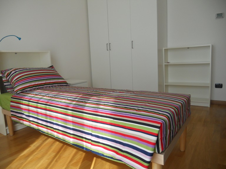 Room 2 with single bed