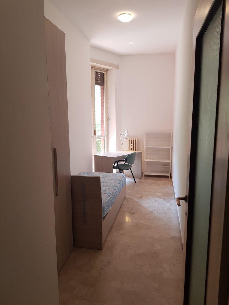 Quarto para alugar em apartamento de 5 quartos em Vigentina, Milão