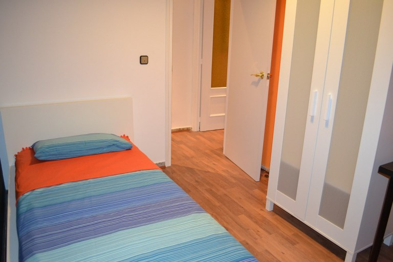 Room 4 single bed 80506