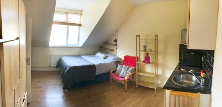 Acolhedor estúdio para alugar em Cricklewood, Londres
