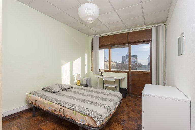 Quarto para alugar em residência de estudantes acolhedores no Areeiro, Lisboa