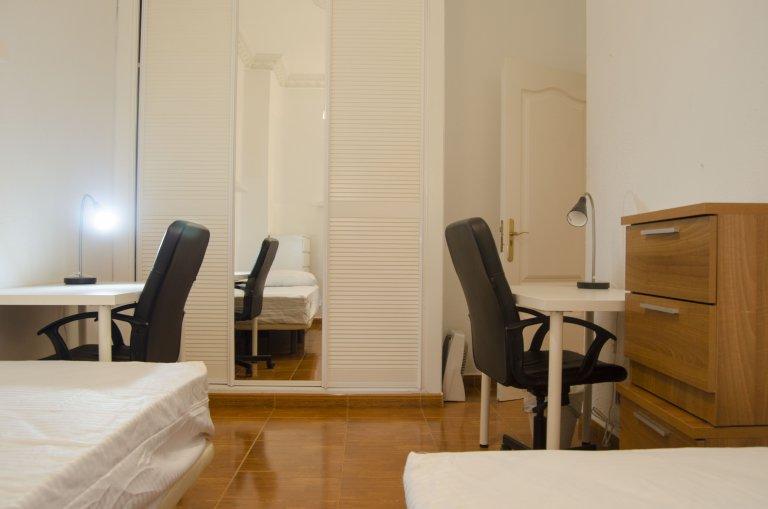 Gemütliches Zimmer zur Miete in Argüelles, Madrid