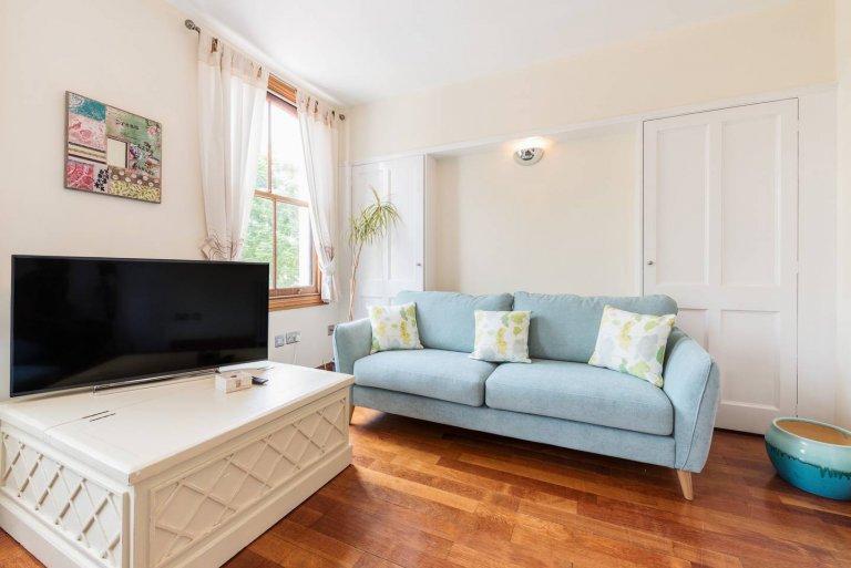 3-bedroom flat to rent, Tower Hamlets, London