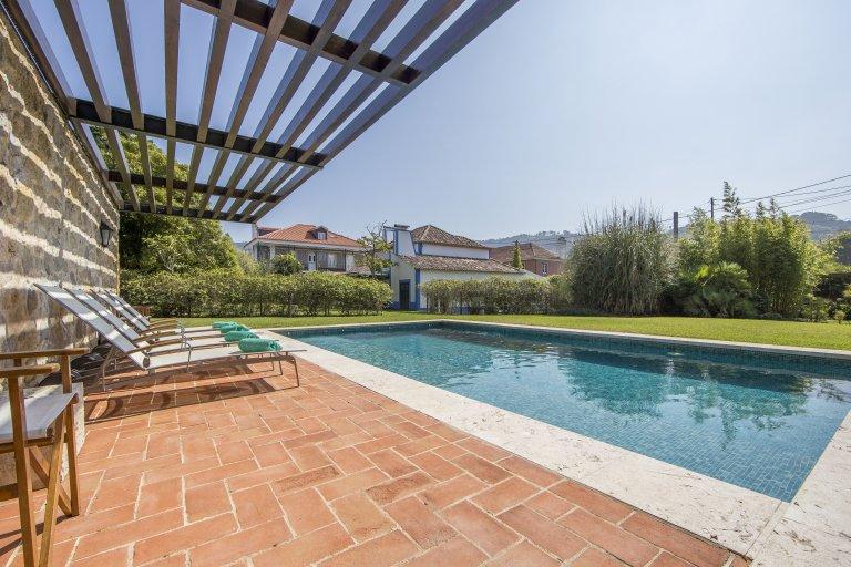 Hermosa casa de 5 dormitorios con piscina para alquilar en Colares