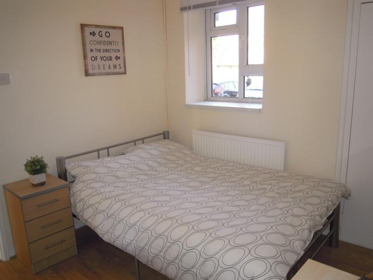 Grande chambre dans un appartement de 4 chambres à Tower Hamlets, Londres