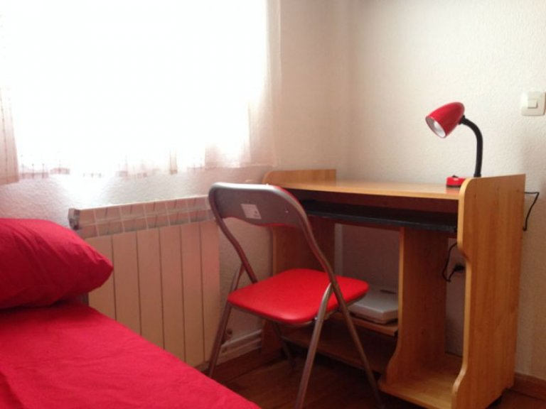 Single Bed in Two bedroom apartment for rent in Cuatro Caminos, Madrid