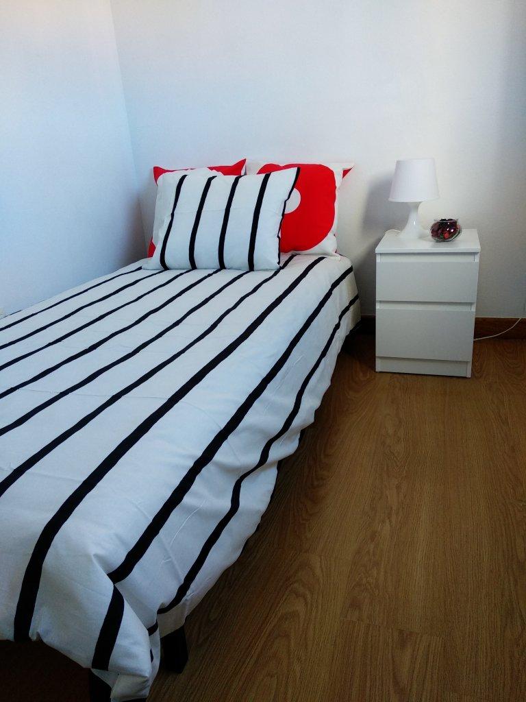 Stanza in affitto in appartamento con 3 camere da letto a Carabanchel, Madrid