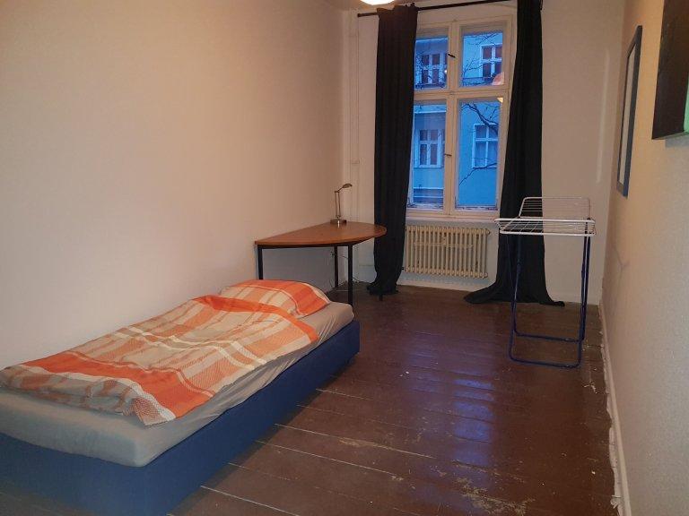 Chambre double à louer, appartement de 3 chambres - Neukölln, Berlin