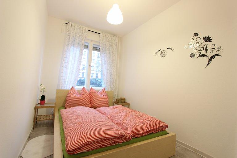 Przytulny pokój w apartamencie z 3 sypialniami w Kreuzberg w Berlinie