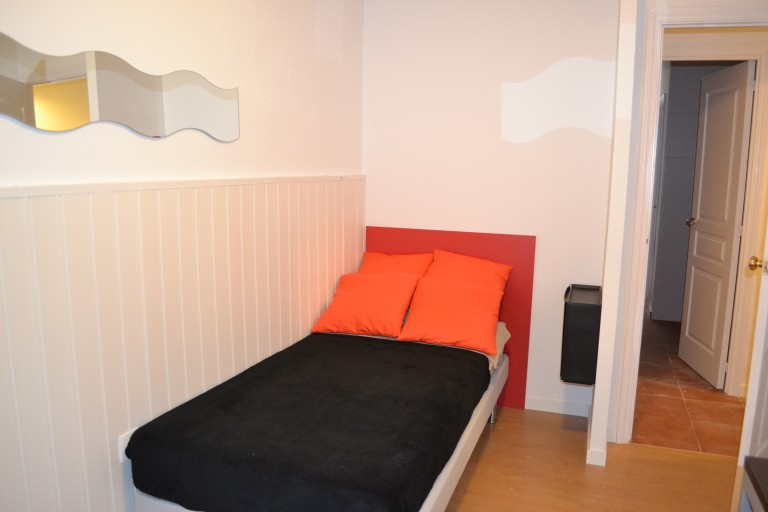 Room 4 single bed 80491