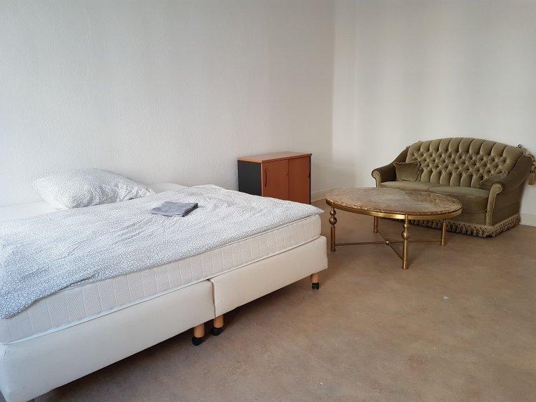 Chambre à louer dans un appartement de 4 chambres à Moabit, Berlin