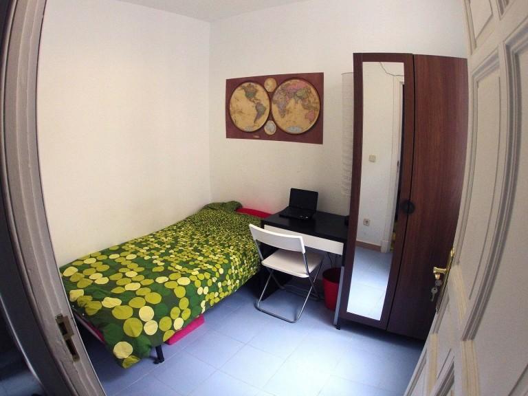 Bedroom 1 - Cosy single bed