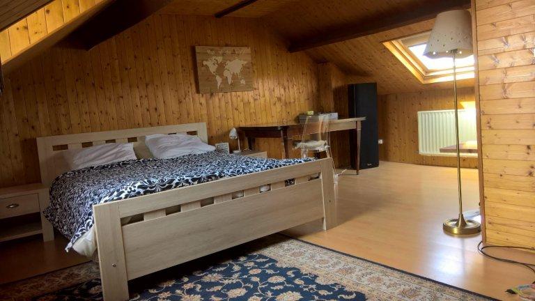 Zimmer zu vermieten in 4-Zimmer-Wohnung in Drogenbos, Brüssel