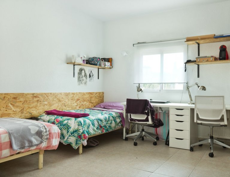 Umeblowany pokój w rezydencji studenckiej w Chamartín, Madryt