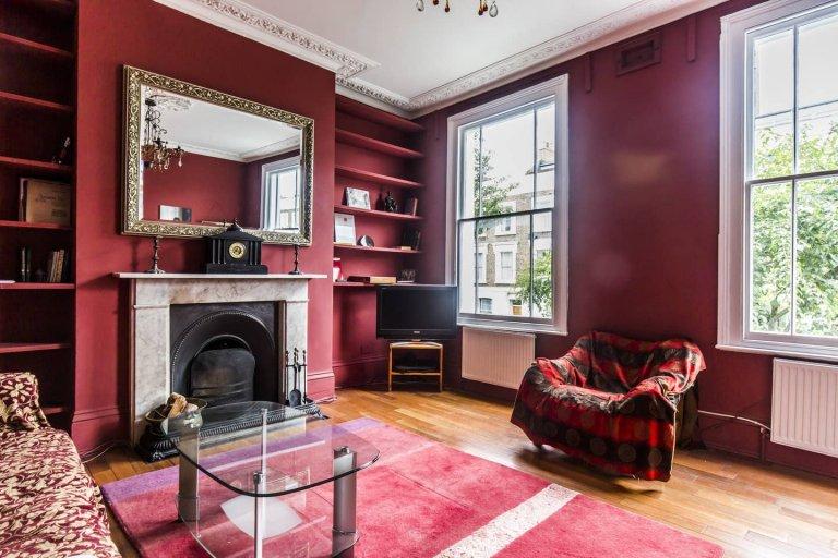 4-bedroom flatshare to rent in Islington, London