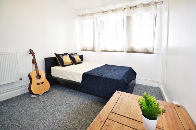 Pokój do wynajęcia w pokoju z 6 sypialniami w Bow, Londyn