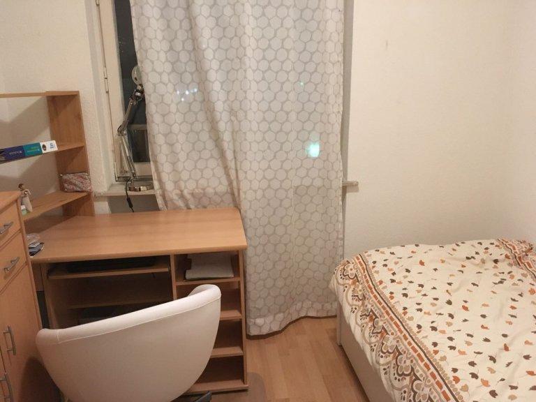 Cozy room in apartment with 4 bedrooms in Spandau, Berlin