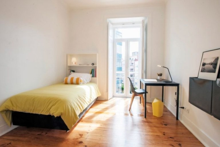 Modern room for rent in Arroios, Lisbon