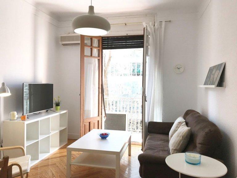 Comfy apartamento de 4 quartos para alugar em Almagro, Madrid