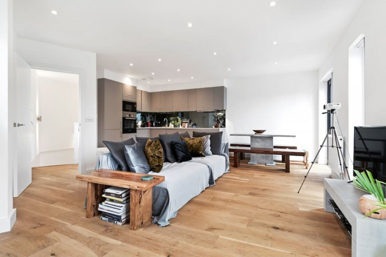 Luxury 3-bedroom apartment for rent in Newham, London