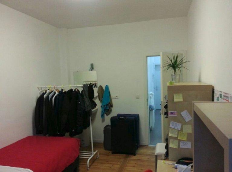 Room for rent in 4-bedroom apartment in Anderlecht, Brussels