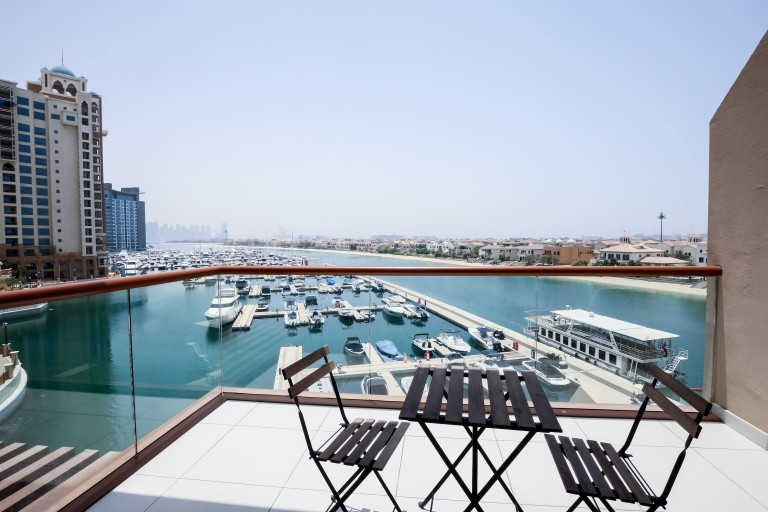 Spacious studio apartment with balcony and pool access for rent in Palm Jumeirah