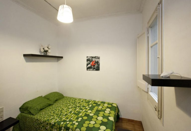 Comfortable room in 5-bedroom apartment Gracia, Barcelona