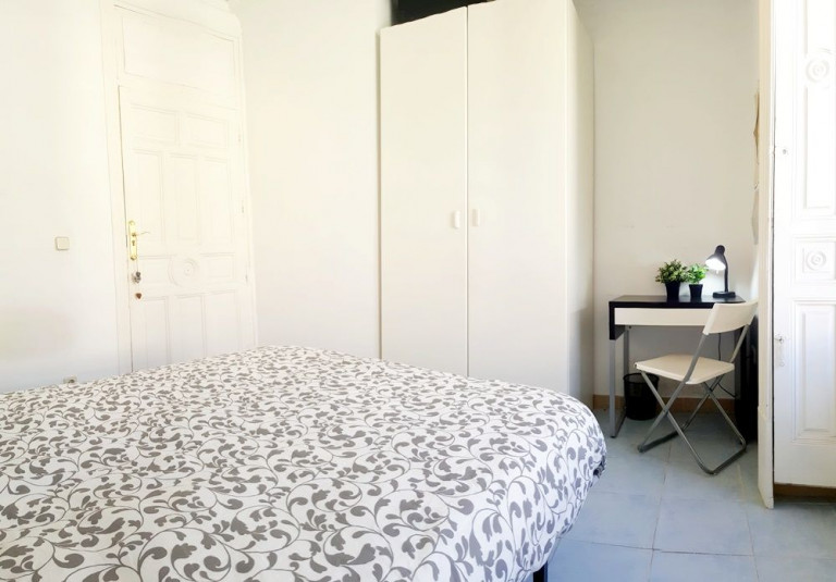 Bedroom 4 - large single bed