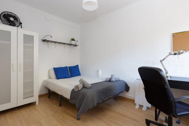 Room to rent in 3-bedroom apartment L'Hospitalet, Barcelona