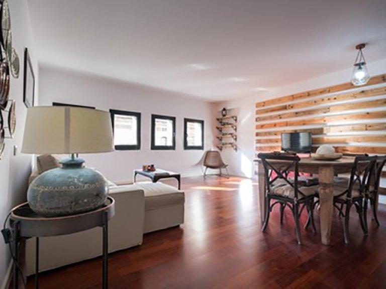 Apartamento de 2 quartos para alugar em Barri Gòtic