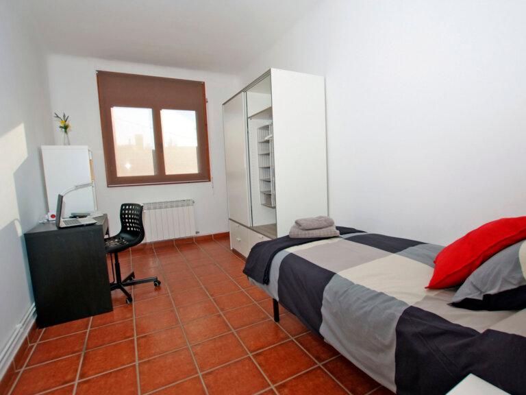 Acogedora habitación en residencia de estudiantes en Bellaterra, Barcelona