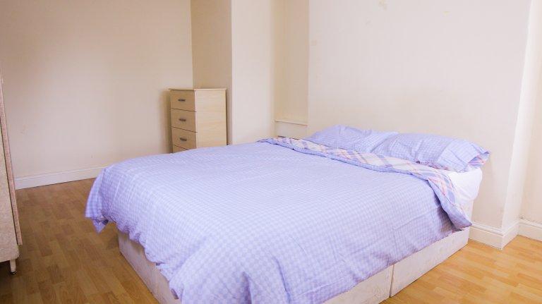 Zimmer zu vermieten in 3-Zimmer-Wohnung in Canary Wharf, London