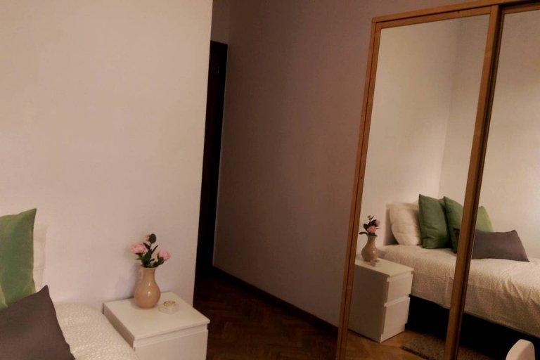 Umeblowany pokój do wynajęcia w 3-pokojowym mieszkaniu w Imperial