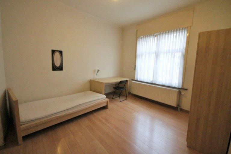 Quarto para alugar em casa de 11 quartos em Etterbeek