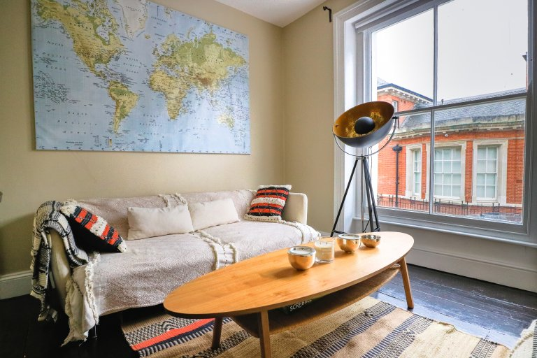 Chic 3-bedroom apartment to rent in Hammersmith & Fulham
